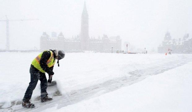 В Канаде не утихает рекордный снегопад - уже намело 46 см (фото)