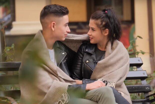 Роман Сасанчин з дівчиною Іванкою, скрін з відео