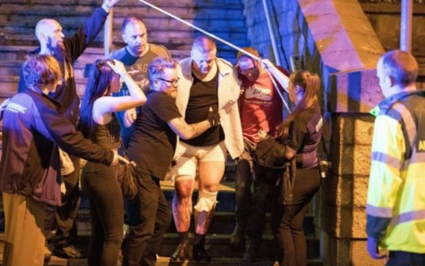 Теракт в Манчестере сделал героями двоих бездомных
