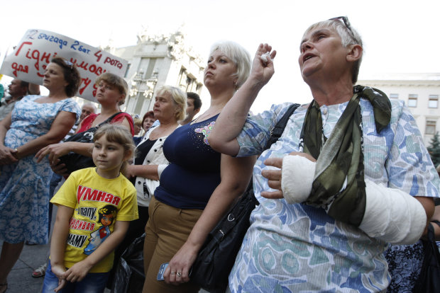 Низко кланяется, ваш холоп: новые правила украинских чиновников разожгли дикий скандал