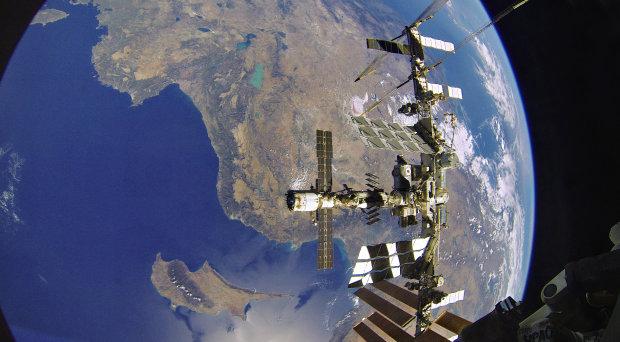 Пришельцы захватили контроль над МКС:  NASA ведет переговоры