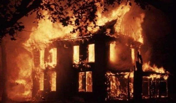 Чоловік заживо згорів у власному будинку на Житомирщині