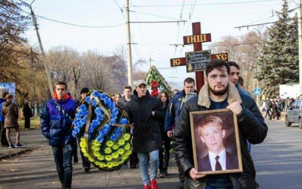 Постріл в потилицю: з'явилися подробиці жорстокого вбивства школяра на Донбасі