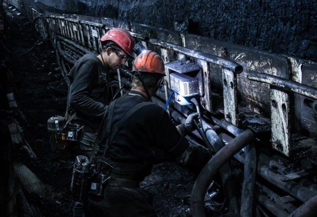 Автобус с шахтерами сорвался в обрыв: много жертв, врачи пытаются спасти выживших