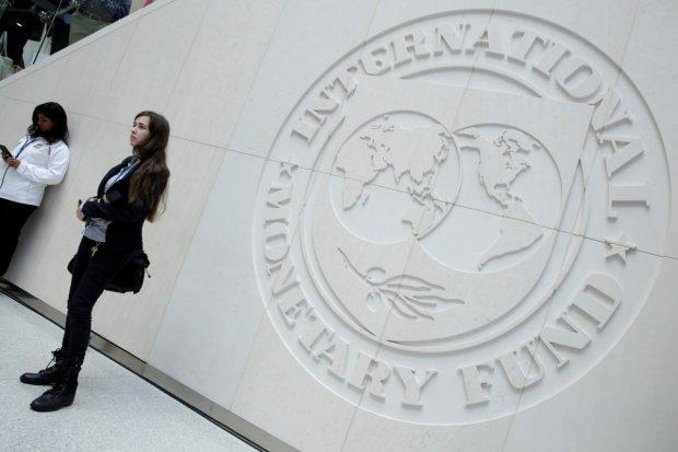 Воєнний стан не завада: Гройсман знову втягує Україну у кредитну кабалу МВФ, не розплатимося і на тому світі