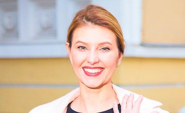 Елена Зеленская покорила Брюссель роскошным костюмом и кедами: стильно и элегантно одновременно