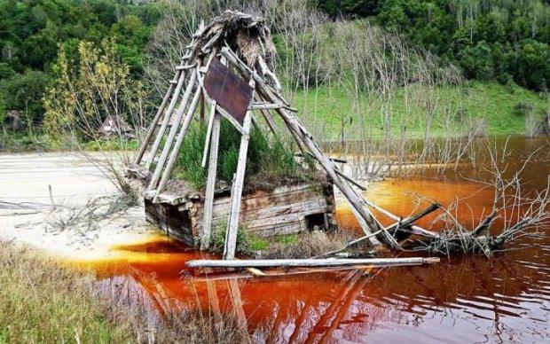 Целая деревня превратилась в радиоактивное озеро: впечатляющие кадры