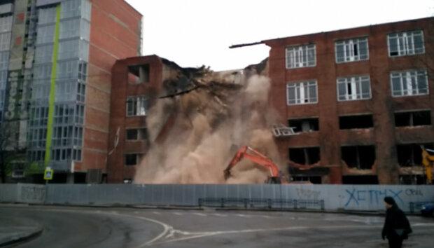 У Львові знесли завод, скріншот із відео
