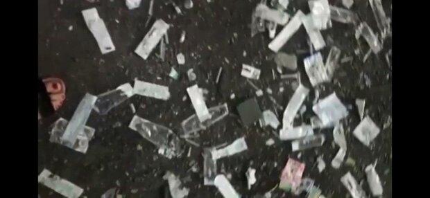В Запорожье накрыли вонючее логово наркоманов - шприцы и димедрол по всей школе