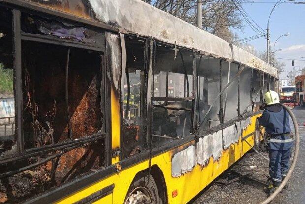 В Киеве загорелся автобус: kyiv.dsns.gov.ua