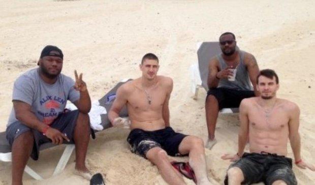 Український гравець НБА О. Лень прийшов на допомогу потопаючому