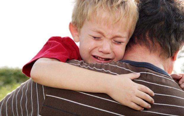 """""""Я ж мати"""" так захопилася бійкою, що дитину довелося рятувати: відео"""