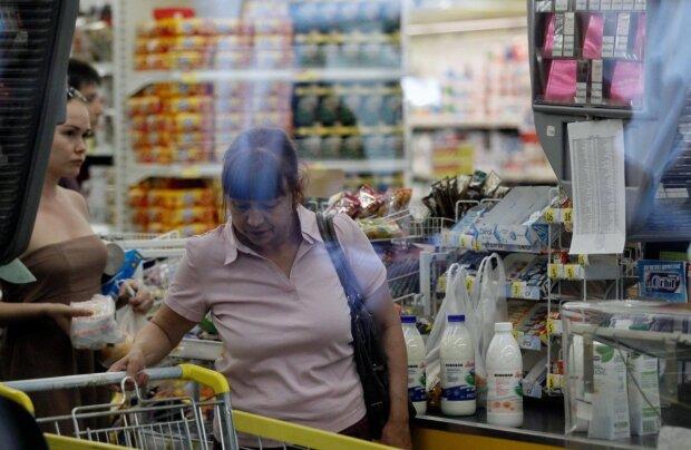 Половина зарплаты - на еду: стало известно, на что украинцы тратят больше всего денег