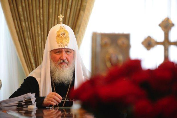"""На роскошной яхте патриарха Кирилла засекли полуобнаженных девушек: """"И исповедали заодно"""""""