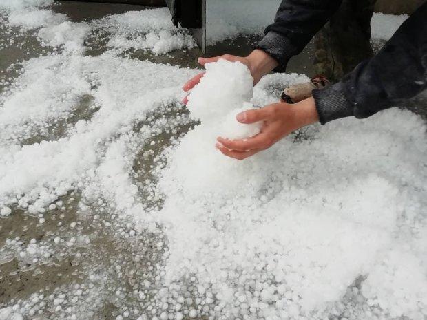 Українців перелякав потужний град розміром з яйце: відео масштабних руйнувань