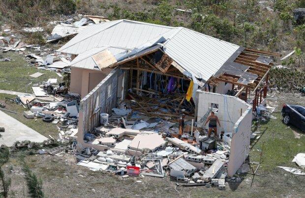 """Руйнівний ураган """"Доріан"""" позбавив людей всього: сотні військових поспішають на допомогу"""