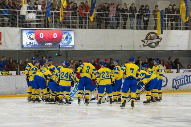 Збірна України провалила старт чемпіонату світу з хокею