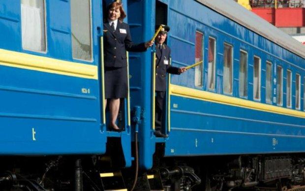Скандал! Укрзалізниця відремонтувала вагон туалетним засобом