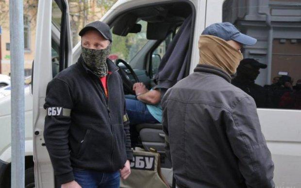 """""""Депутат"""" розбрату: тітушки намагалися зупинити спецзагін СБУ"""