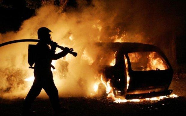 Накануне концерта: Энрике Иглесиас загорелся в московском дворе