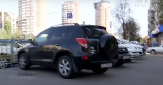 В  Тернополе орудует наглый автоманьяк - угнал такси за три секунды