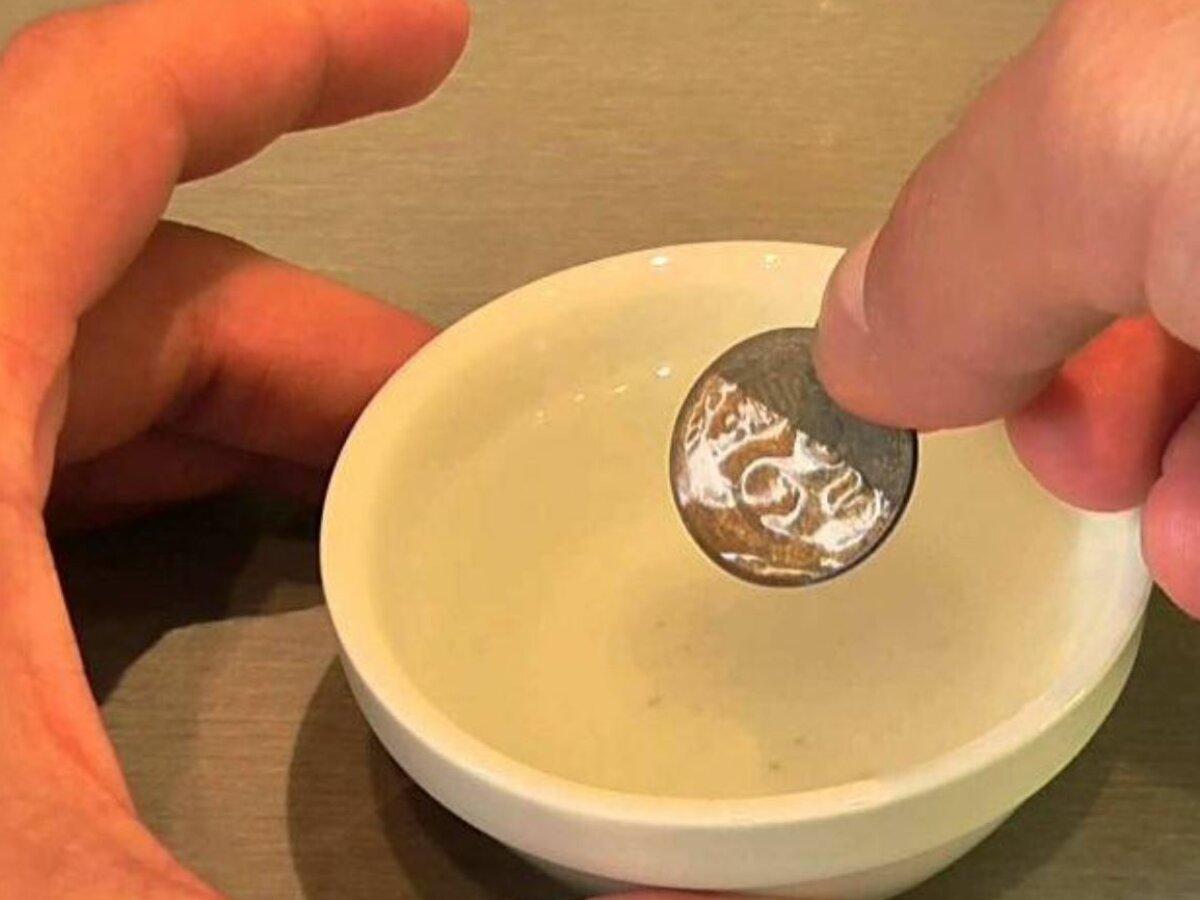 Тайный ритуал на быструю денежную прибыль: стакан воды и три монетки