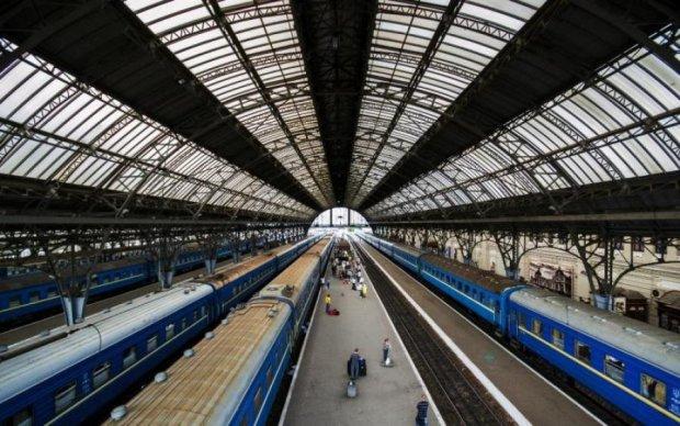 Укрзалізниця відкрито затарюється в Росії