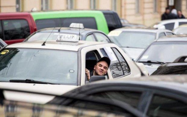 Це ж так по-російськи: таксисту-карателю відплатили його ж монетою