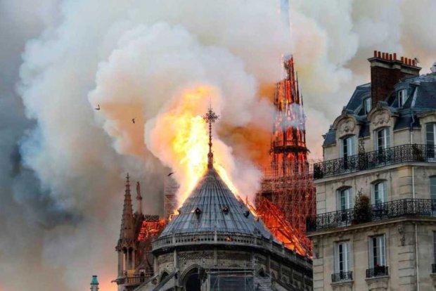 З охопленого вогнем Нотр-Дам-де-Парі врятували Терновий вінець Христа: фото