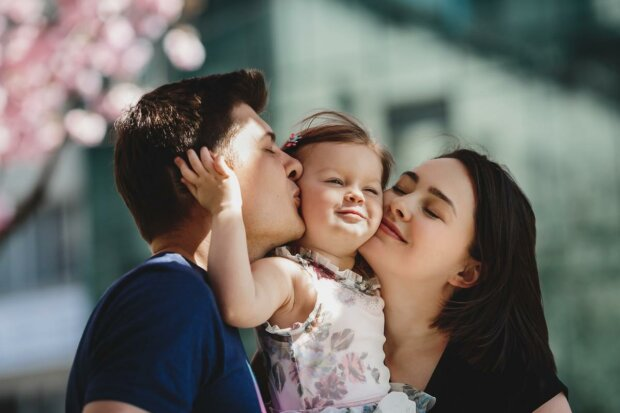 День Дочери - сильная молитва матери за ребенка сделает его невероятно счастливым и максимально здоровым
