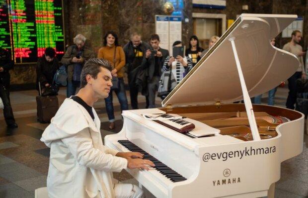 Виртуозный пианист Хмара снял видео на 50 млн просмотров: вирусный ролик не оставит равнодушных