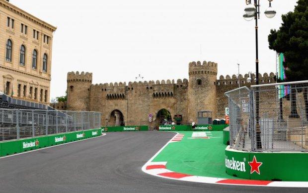 Формула-1: Расписание заездов и прогноз букмекеров на Гран-при Азербайджана