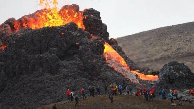 Вулкан Фаградальсфьядль / скріншот з відео