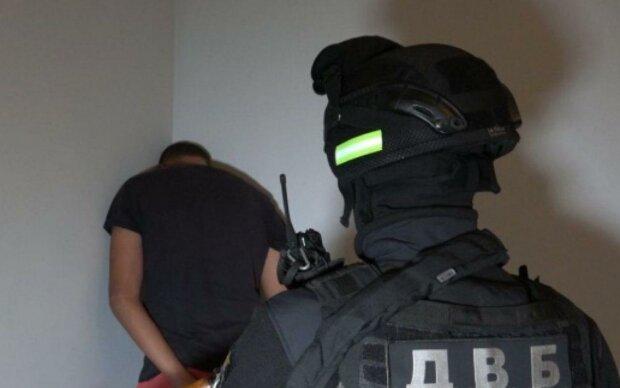 """На Закарпатті затримали лідера злочинної групи: """"Задіяні 600 спецназівців"""", проводяться обшуки"""