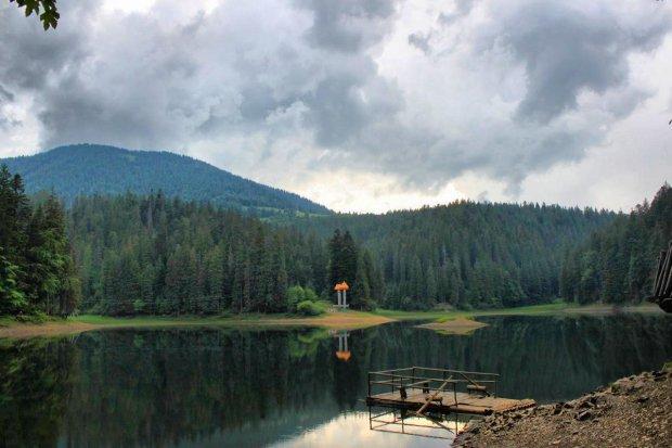 В Украине нашли уникальное озеро: золото вместо воды