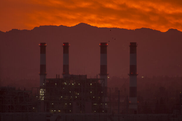 завод, забруднення / / фото Getty Images