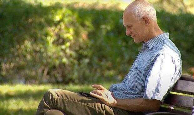 пенсіонер, скріншот з відео