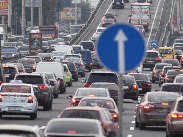 Киев парализовали адские пробки, машины не могут проехать часами