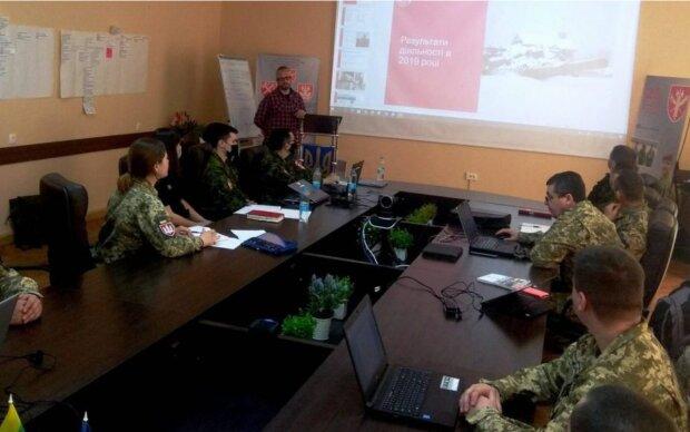 """Курс """"Військова поліція у гібридній війні"""", armyinform.com.ua"""