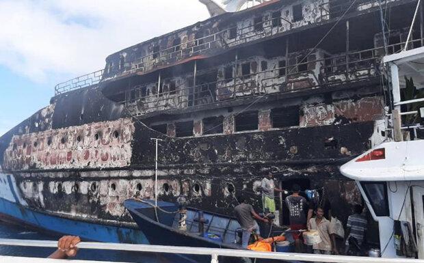 Пожар на пароме / фото: Национальное поисково-спасательное агентство (BASARNAS)
