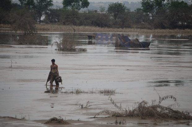 Жахлива повінь поглинула цілу країну: десятки загиблих