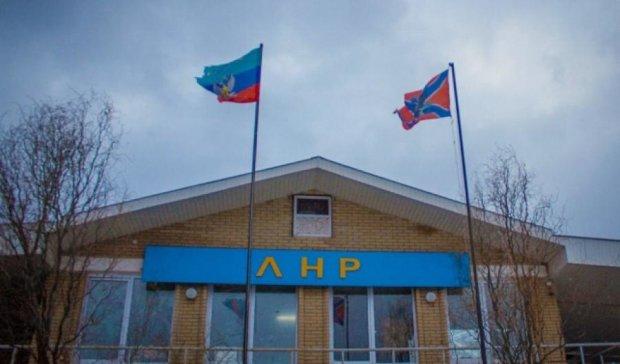"""Мешканців """"ЛНР""""  заганяють у партію колишнього прес-секретаря Єфремова"""