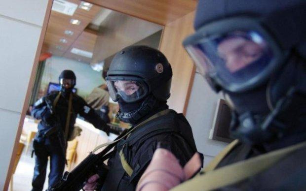 СБУ прийшла із обшуками до журналістів: знайдено вибухівку, зброю