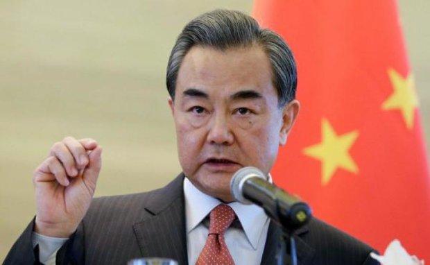 Пекин дал совет Вашингтону и Пхеньяну, сравних их с поездами