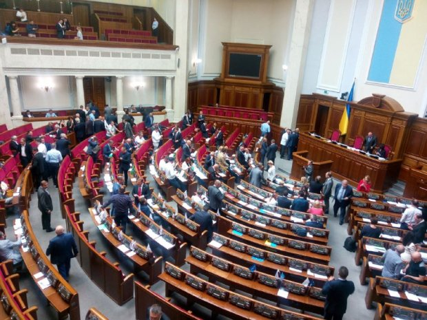 Верховна Рада прийняла закон про Виборчий кодекс з відкритими списками: Парубій протягував годину