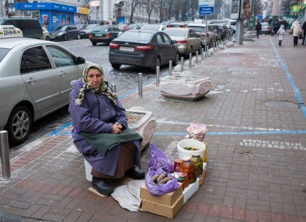 """""""Бій з тінню"""": Гройсман залізе в конверти українців"""