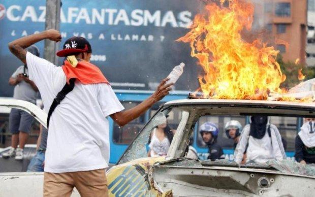 Путіну на замітку: як Мадуро потайки на закривавлені вулиці виїхав