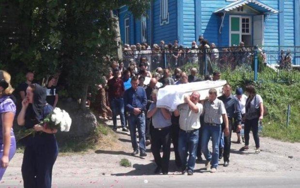 Убийство тернопольской школьницы: жители требуют отпустить обвиняемого