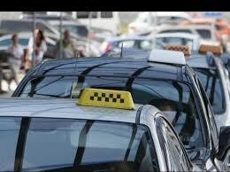 """Знахабнілий таксист випхав пасажирку через маску, українці лютують: """"водій *удак"""""""