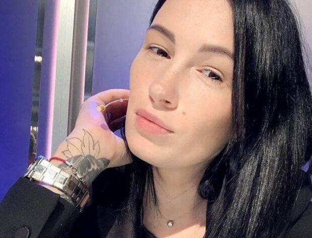 """Анастасия Приходько поставила """"синяки"""" над глазами: все ради красоты"""